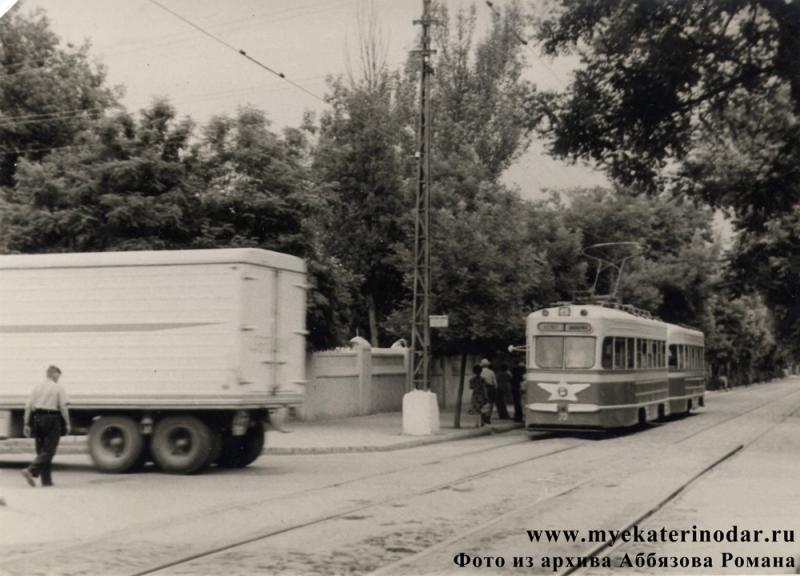 Краснодар. Угол улиц Коммунаров и Ленина, начало 60-х