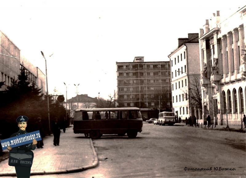 Краснодар. Угол улиц Красноармейской и Орджоникидзе, вид на юг, около 1970 года