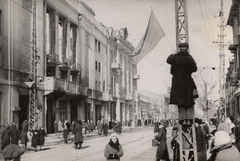 Краснодар освобождённый. Угол улиц Красной и Гоголя, 1943 год