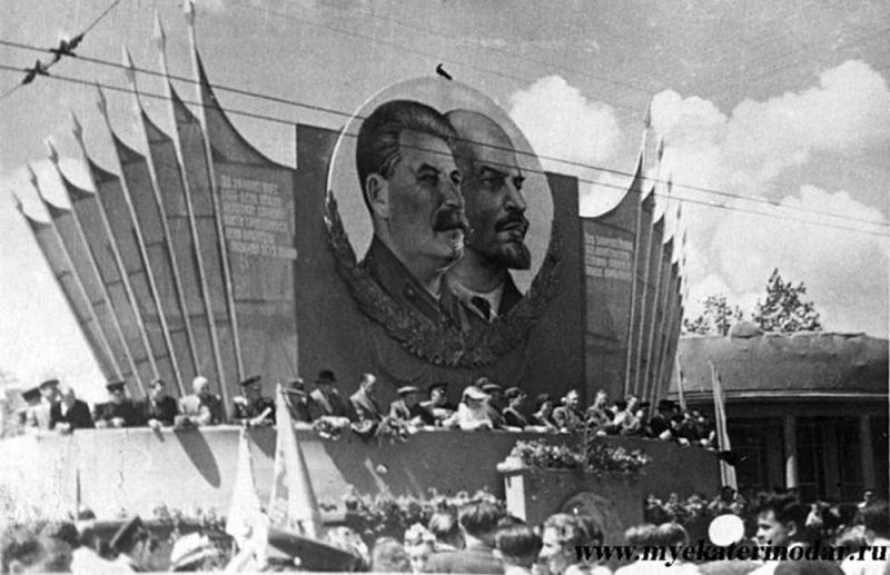 Краснодар. Угол улиц Красной и Ленина, 1 мая 1951 год