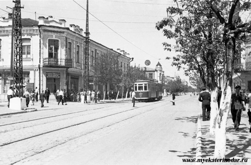 Краснодар. Угол улиц Красной и Свердлова (Карасунской)