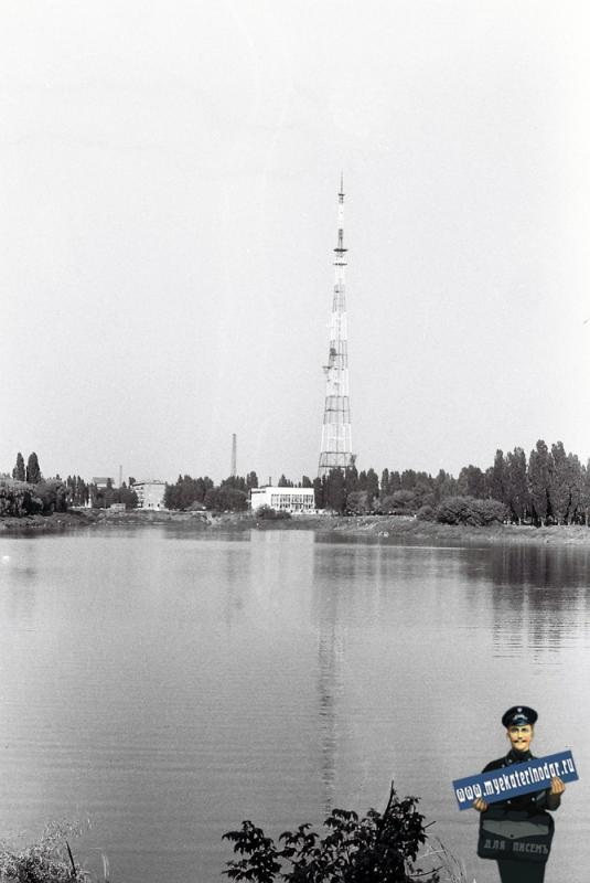 Вид с Дмитриевской дамбы на Карасун и телецентр, 1978 год.