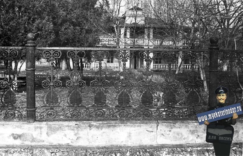 Краснодар. Вид на флигель атаманского дворца с улицы Тельмана, 1973 год
