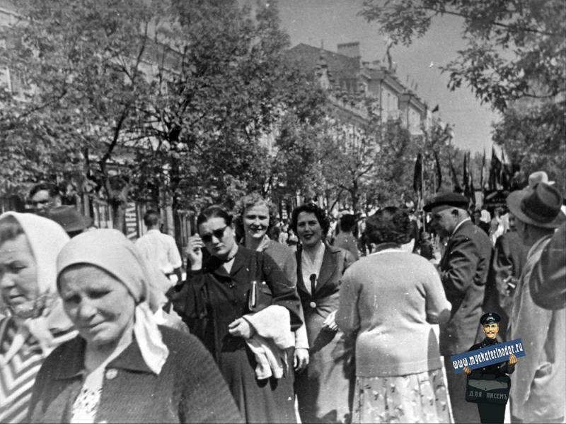 Краснодар. Первомайская демонстрация на ул. Красной, 1952 год