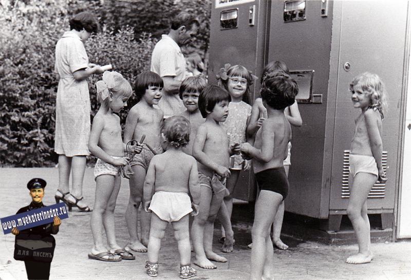 Краснодар. Автоматы с газировкой, 1982 год.