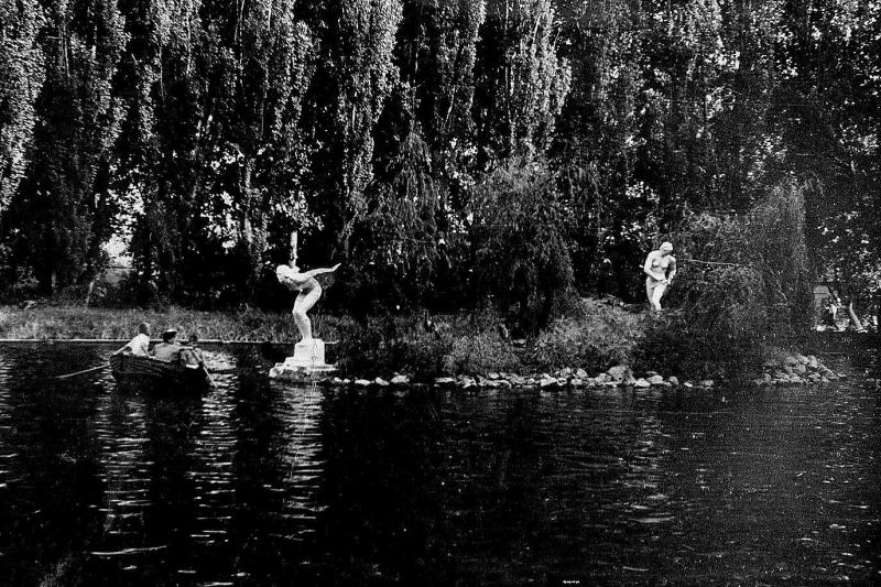 Краснодар. Катание на лодках в горпарке, 1963 год.