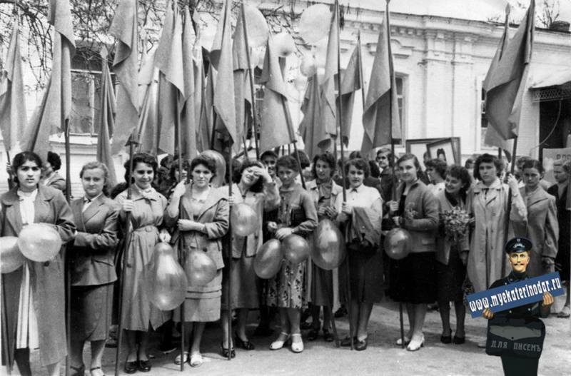 Краснодар. 1 мая на улице Коммунистической, 1960 год.