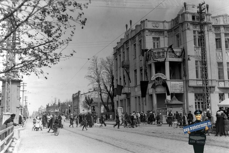 Краснодар. 1 Мая. Перекресток улиц Красной и Крепостной, вид на север, 1920-е