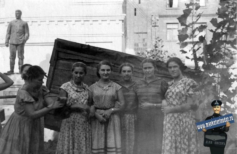 Краснодар. Cотрудницы Краснодарской швейной фабрики им.Кирова. 1956 год.
