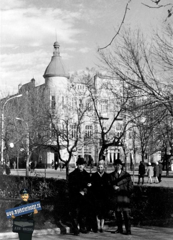 Краснодар. На Красной, у здания Крайисполкома, 1973 год