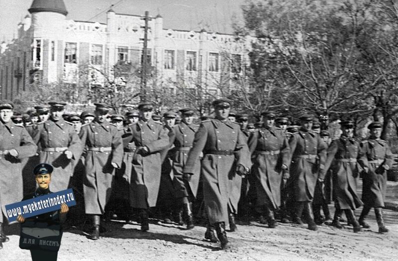 Краснодар. Авиашкола Штурманов ВВС на пареде 7 ноября 1949 года.