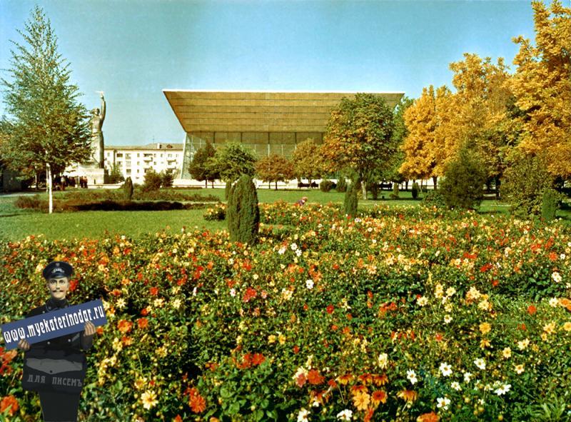 Краснодар. Бульвар по ул. Красной осенью, 1977 год