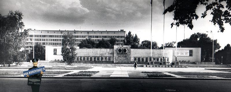 Краснодар. Доска почета на Площади Труда, 1985 год
