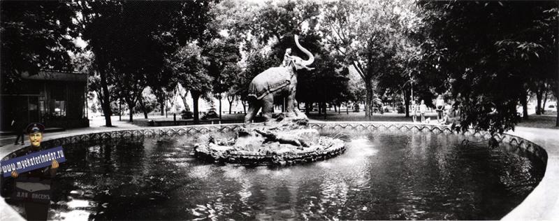 """Краснодар. Фонтан со скульптурой """"Индийский мальчик на слоне"""", 1984 год"""