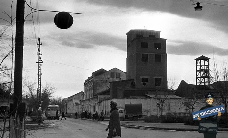 Краснодар. Бывшая мельница А.М. Ерошова на ул. Красноармейской (вид на юг).