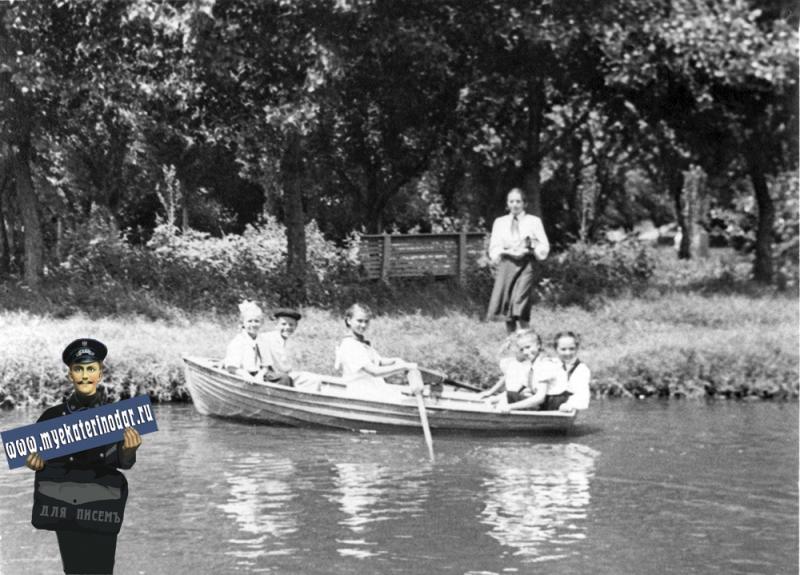 Краснодар. Горпарк, катание на лодках, 1958 год.