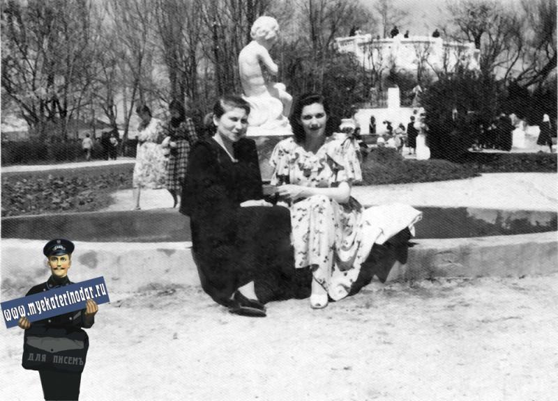 Краснодар. Горпарк, у фонтана, 1950-е годы