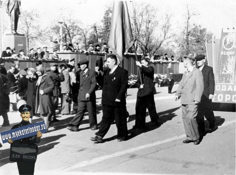 Краснодар. Краснодарская авторота на ноябрьской демонстрации, 1958 год.