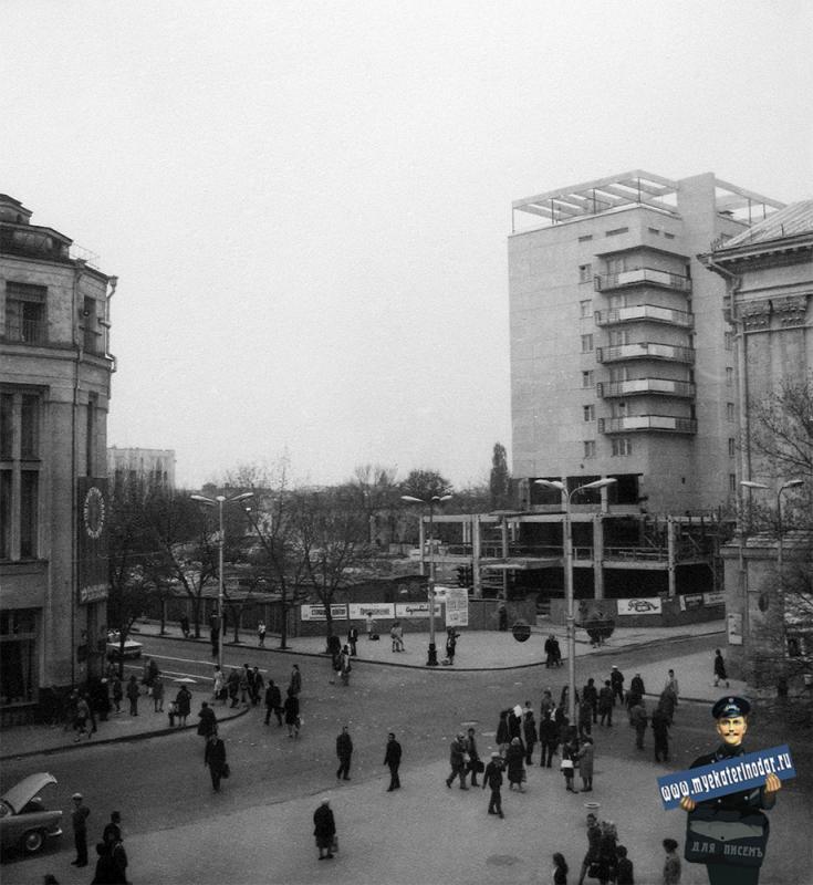 Краснодар. На перекрёстке улиц Красной и Гоголя
