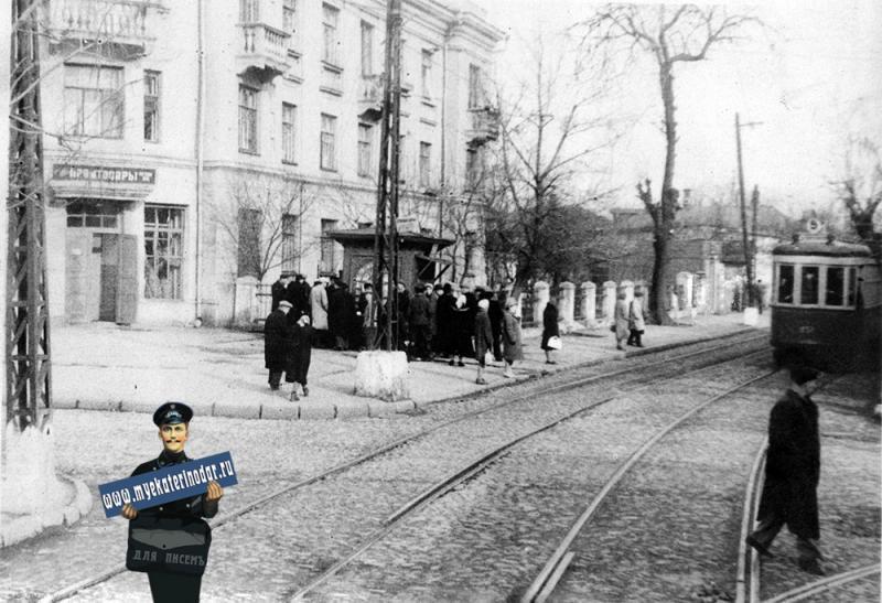 Краснодар. На перекрёстке улиц Жданова и Гоголя