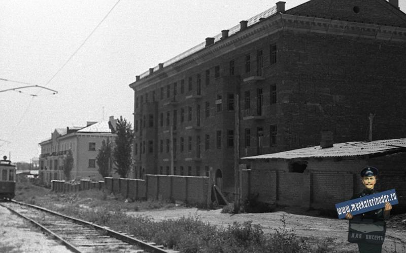 Краснодар. На улице Коммунаров. Строительство дома № 233