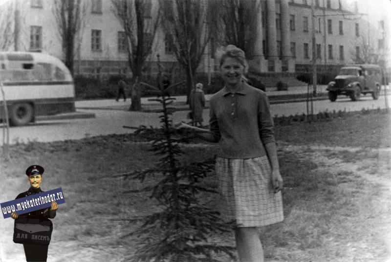 Краснодар. На улице Красной возле станкостроительного техникума, 1966 год