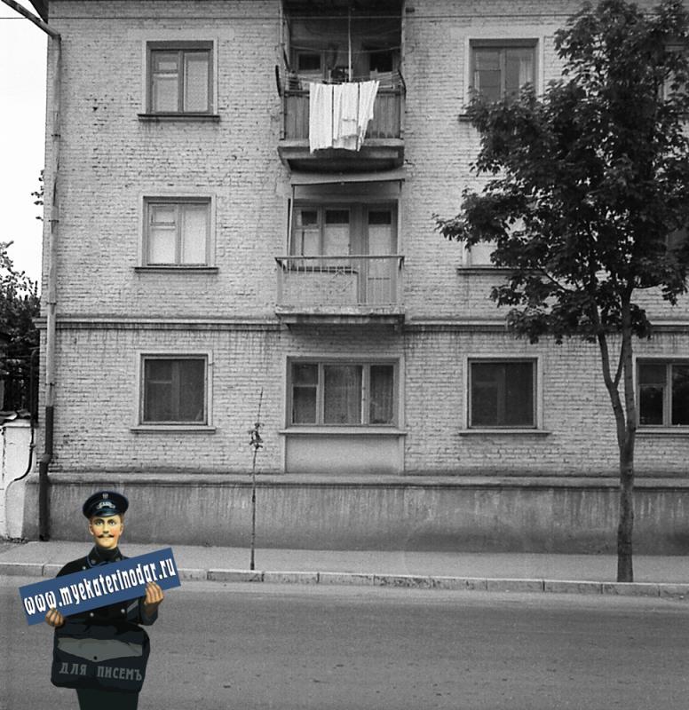 Краснодар. На улице Октябрьской. № 66 (фото 2, левая часть)