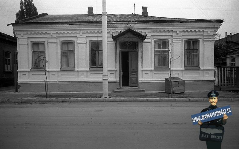 Краснодар. На улице Октябрьской. Один из двух домов № 70