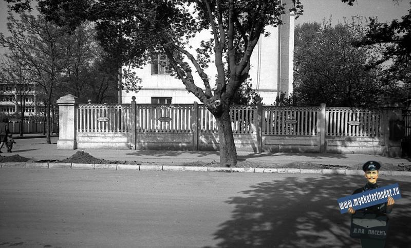 Краснодар. На улице Октябрьской. Вид на дом Орджоникидзе № 25