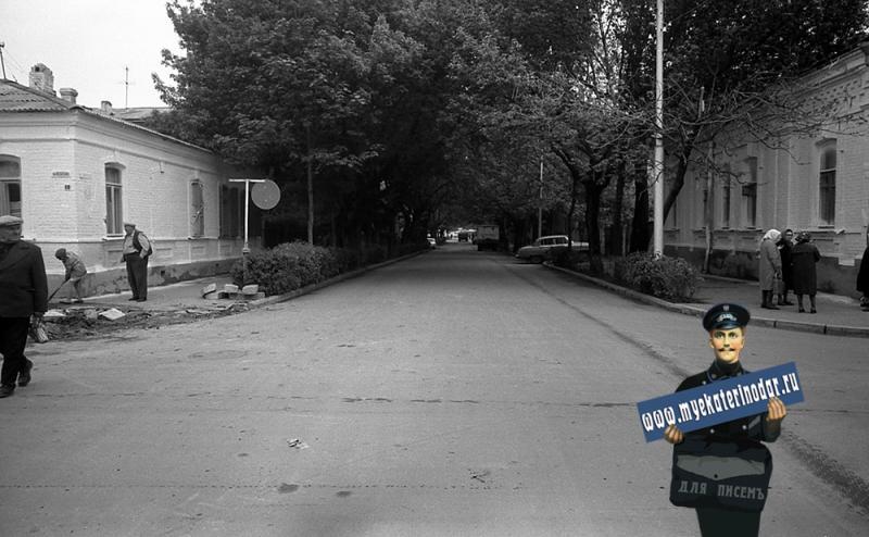 Краснодар. На улице Октябрьской, перекрёсток с Ленина вид на восток.