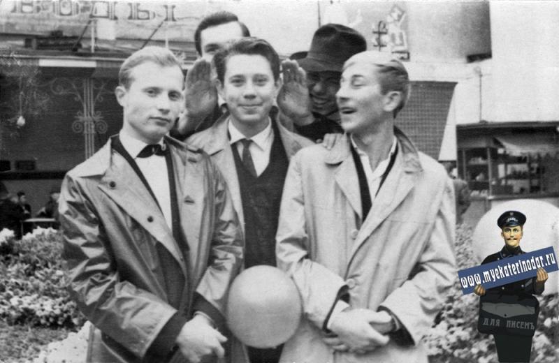 Краснодар. У Кафе № 6 на Красной. 7 Ноября 1964 года.