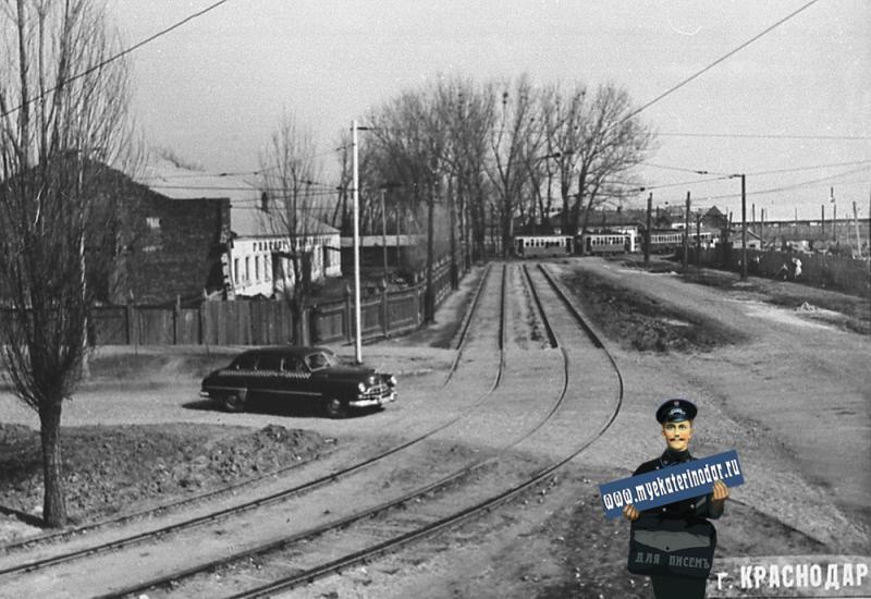 Краснодар. Перекрёсток улиц Красной и Светлой, вид на восток.