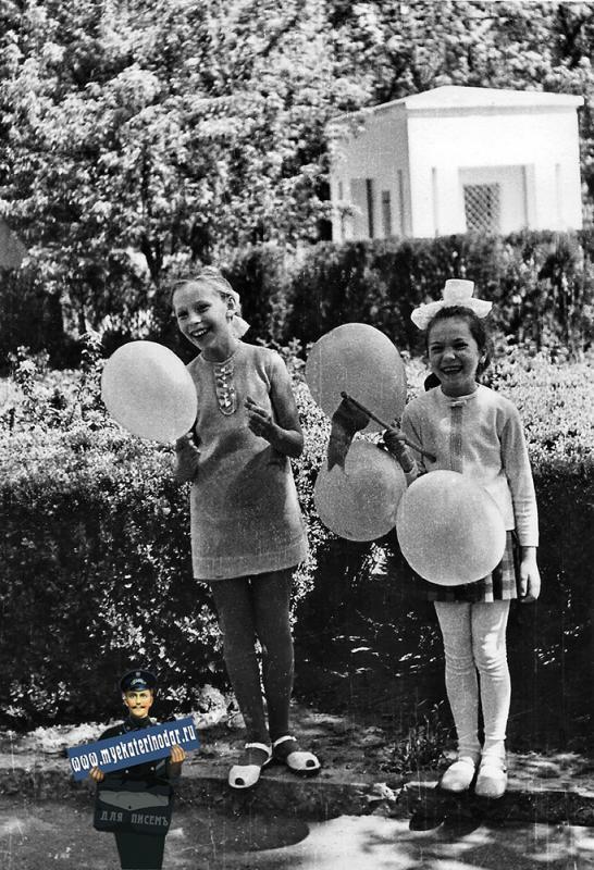 Краснодар. В Первомайском сквере, 1971 год.
