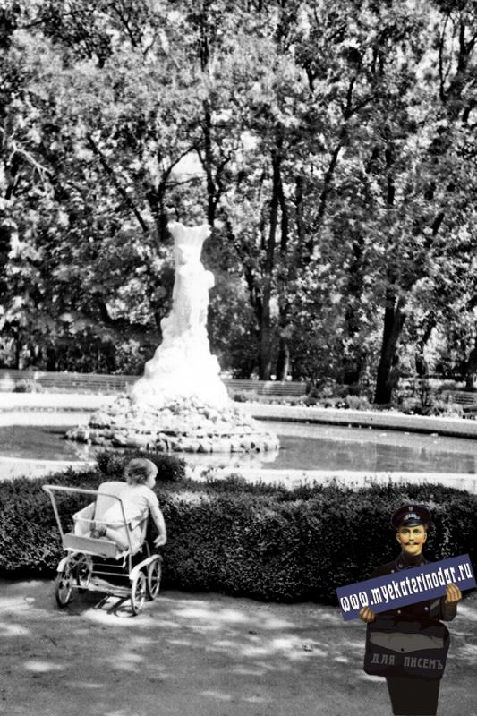 "Краснодар. Парк им.М.Горького. Фонтан ""Каменный цветок""."