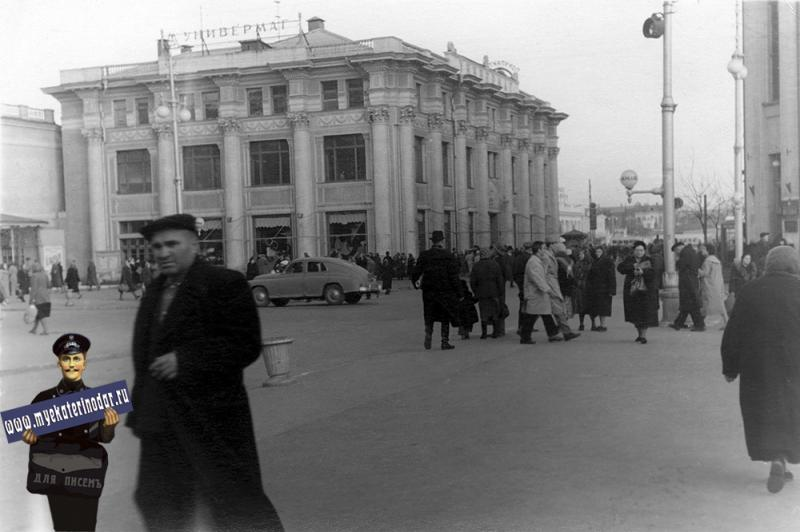 Краснодар. Перекресток улиц Гоголя и Красной.