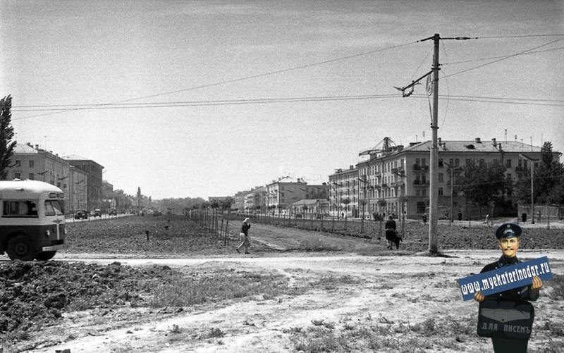 Краснодар. Перекрёсток улиц Красной и Одесской, вид на юг.