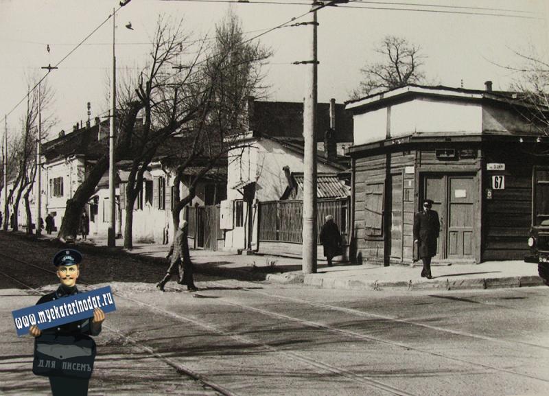 Краснодар. Перекрёсток улиц Седина и Гоголя, вид на запад.