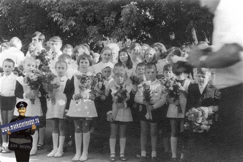 Краснодар. Первый звонок, СШ №27, 1974 год.