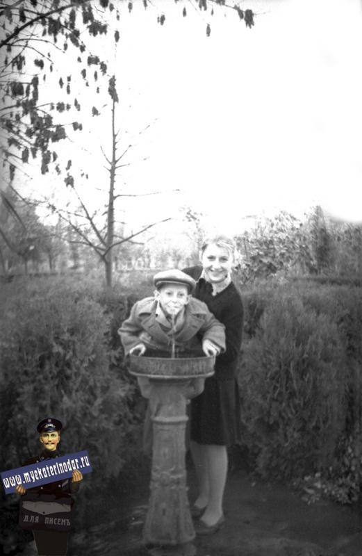 Краснодар. Питьевой фонтанчик в сквере им. Свердлова, 1961 год