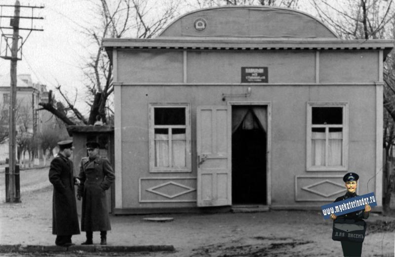 Краснодар. Пивной ларь на углу Октябрьской и Пушкина, конец 1940-х