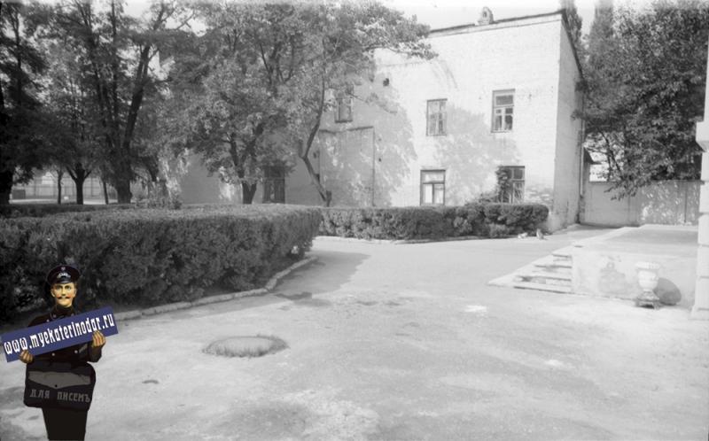 Краснодар. Красная, 8. Библиотека им. А.С. Пушкина 1977 год.