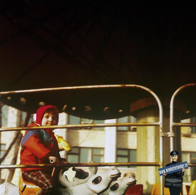Краснодар. Сквер Дружды, карусели, 1987 год