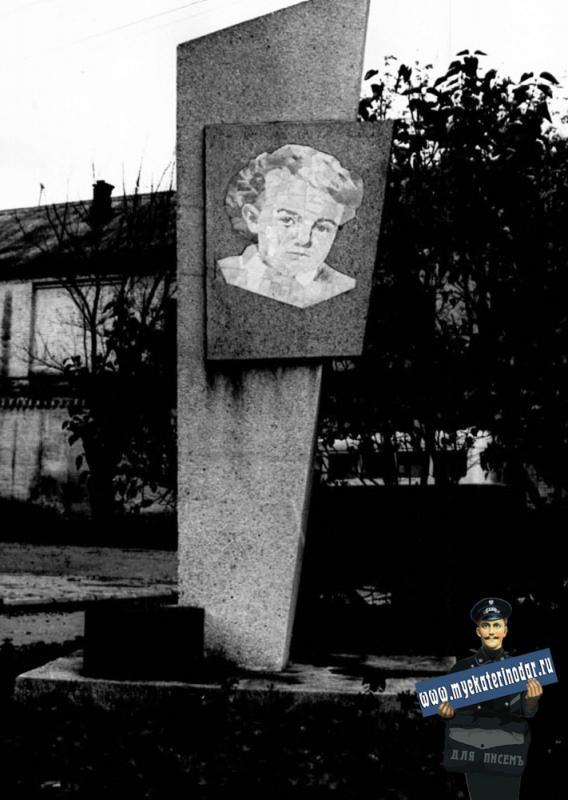 Краснодар. Стелла Владимиру Ильичу Ленину в сквере им.Я.М.Свердлова, 1975 год.