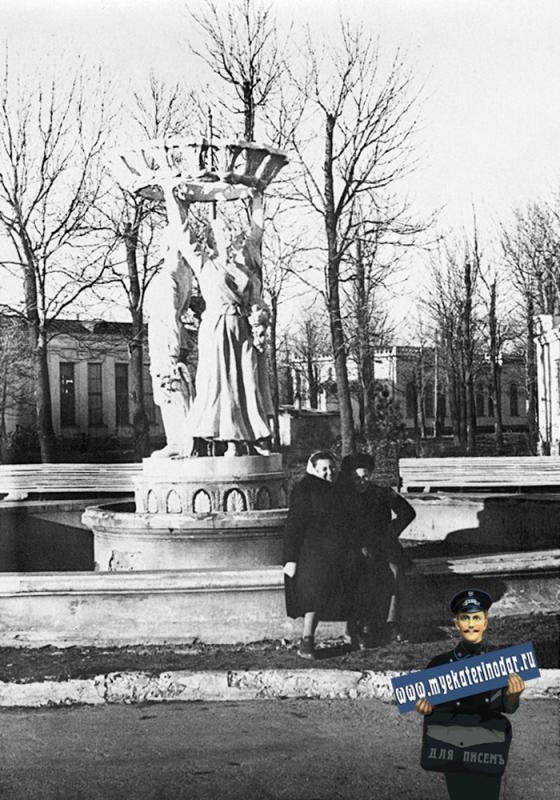 Краснодар. У фонтана на Краевой Сель-Хоз. и Пром. выставке, 60-е годы