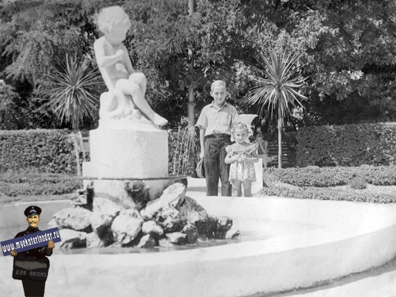 Краснодар. У фонтана в горпарке, 1961 год