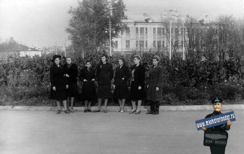 Краснодар. У Крайкома КПСС, ноябрь 1950 года