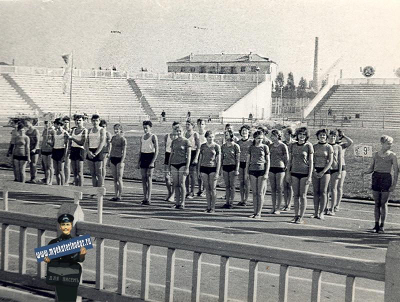 """Краснодар. Ученики школы № 30 на Стадионе """"Кубань"""", 1965 год"""