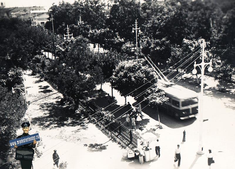 Краснодар. Угол улиц Гимназической и Красной, вид на юго-запад, 1955 год