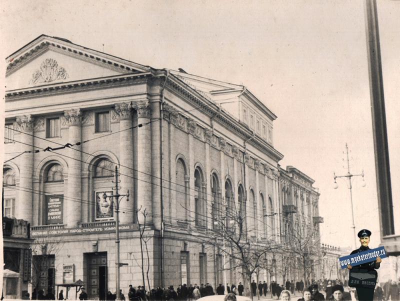 Краснодар. Угол улиц Сталина и Гоголя, вид на северо-запад, 1955 год