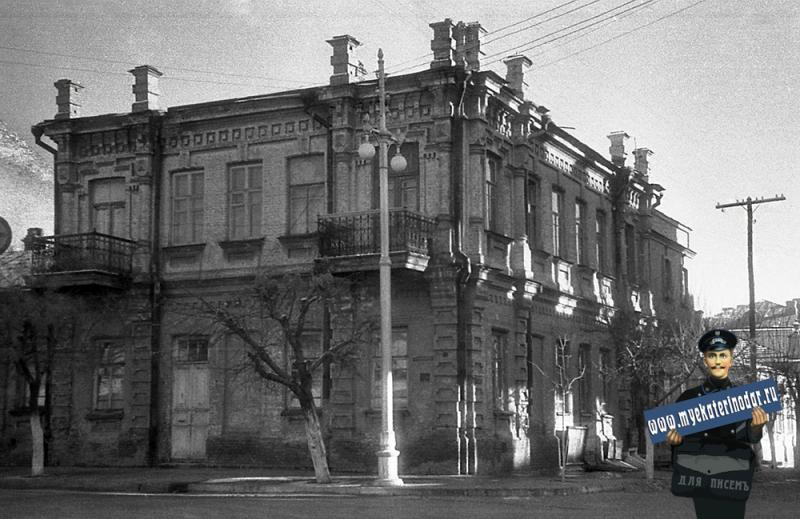 Краснодар. Угол улиц Красноармейской и Ленина